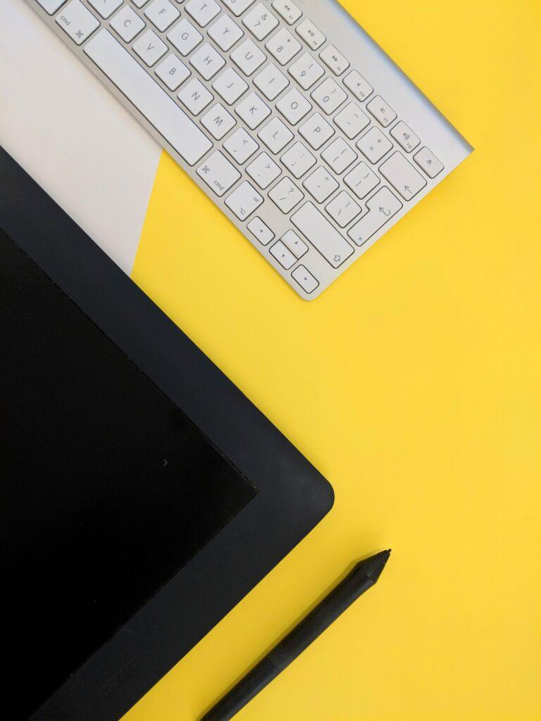 graphic_design_zdjecie_tablet_projektowanie_grafiki